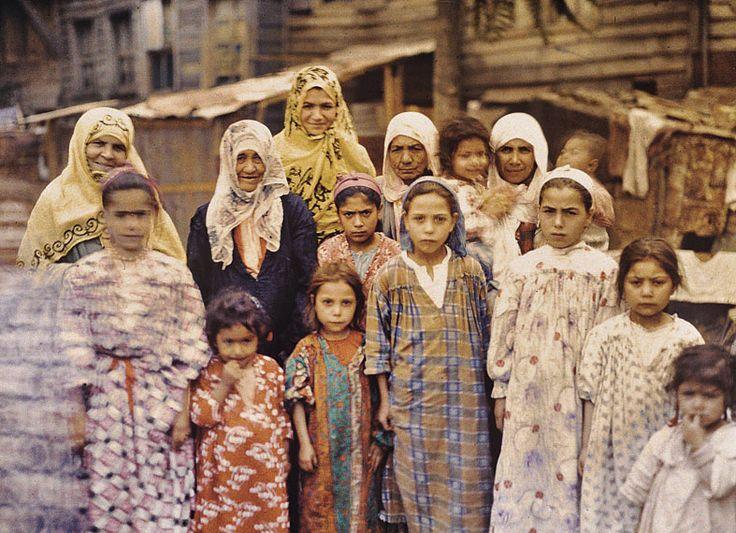 Group of Armenian women and children, Istanbul, Turkey, September 1912, Stéphane Passet, public domain via Wikimedia Commons.