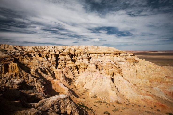 The flaming cliffs of Bayanzag, a region in the Gobi desert of Mongolia famous for discoveries of dinosaur fossils and the first set of dinosaur eggs. --------------- Le rocce fiammeggianti di Bayanzag, regione del deserto dei Gobi, famosa per la scoperta di fossili di dinosauro e le loro prime uova.