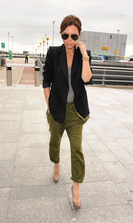"""Always posh, this """"spicy"""" singer is rockin' a FABULOUS oversized (or maybe just on her!) blazer perfect for ANY day of the week! Also lovin' the army green/grey pairing #maxxinista"""