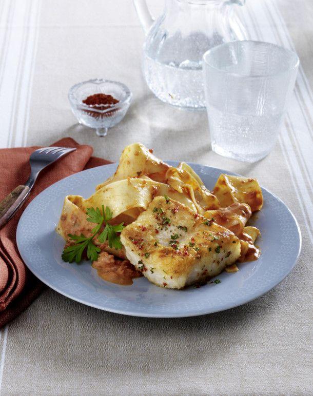 Unser beliebtes Rezept für Seelachs auf cremigen Tomatennudeln und mehr als 55.000 weitere kostenlose Rezepte auf LECKER.de.