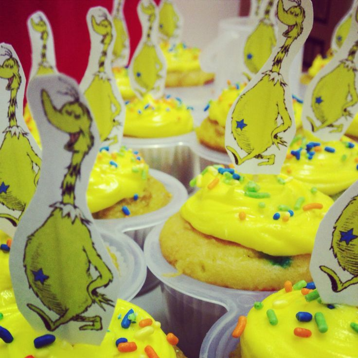 Dr seuss week treats! Star bellied sneetches cupcakes. DIY toppers: Print. Cut. Tape to toothpicks. Done! #sneetches #drseuss #cupcakes