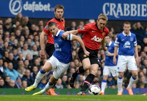 Everton's Kevin Mirallas (left) and Manchester United's Darren Fletcher battle for the ball