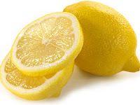 ΠΡΑΣΙΝΟ:  ΧΡΗΣΕΙΣ ΤΟΥ ΛΕΜΟΝΙΟΥ ΠΟΥ ΔΕΝ ΞΕΡΕΤΕ.   8.  Διώξε τις άσχημες μυρωδιές και τα λίπη από το φούρνο μικροκυμάτων. Τοποθετήστε μέσα στο φούρνο χυμό λεμονιού και αφήστε το να βράσει για περίπου 5 λεπτά και έπειτα καθαρίστε το εσωτερικό του φούρνου με ένα πανί. Θα δείτε τα βρώμικα τοιχώματα του φούρνου να καθαρίζουν εύκολα από τα λίπη και θα μυρίσετε μια γλυκιά μυρωδιά την επόμενη φορά που θα ανοίξετε το φουρνάκι σας.