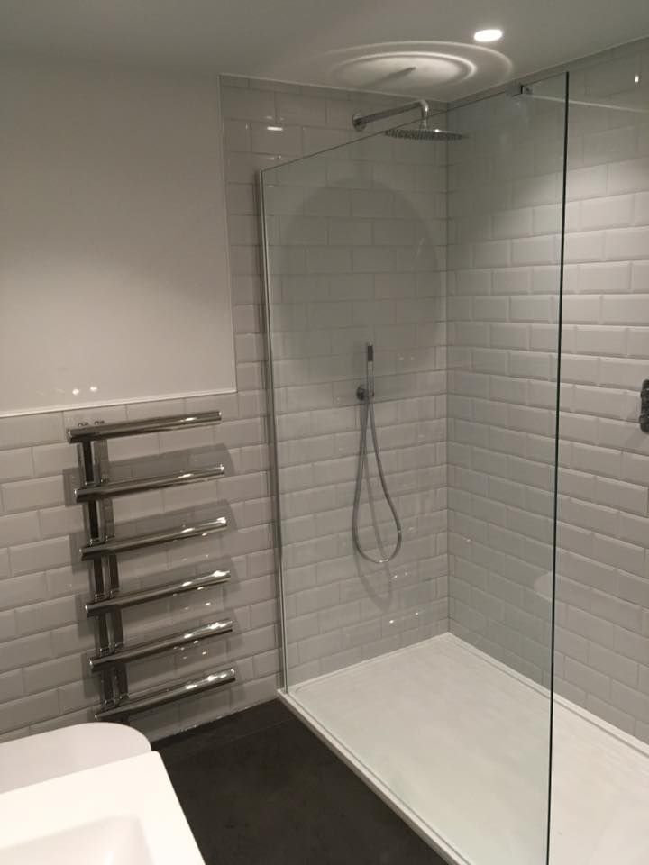 Large Free Standing Glass Shower Screen With U Channel For Support Bespoke Shower Enclosures