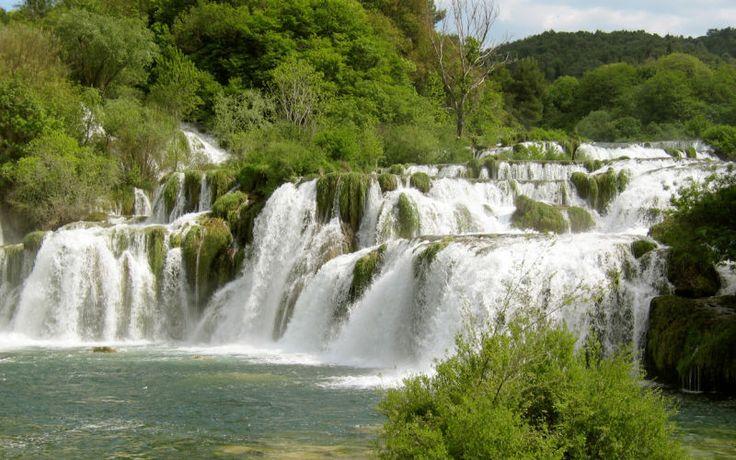 Krkan vesiputoukseen ja Sibenikin rantakaupunkiin pääset tutustumaan retkellämme. Nauti ympäröivästä upeasta luonnosta, ui kristallinkirkkaassa vedessä ja ota rennosti tuoksuvien sitruunapuiden varjossa. www.apollomatkat.fi #Kroatia #Krka