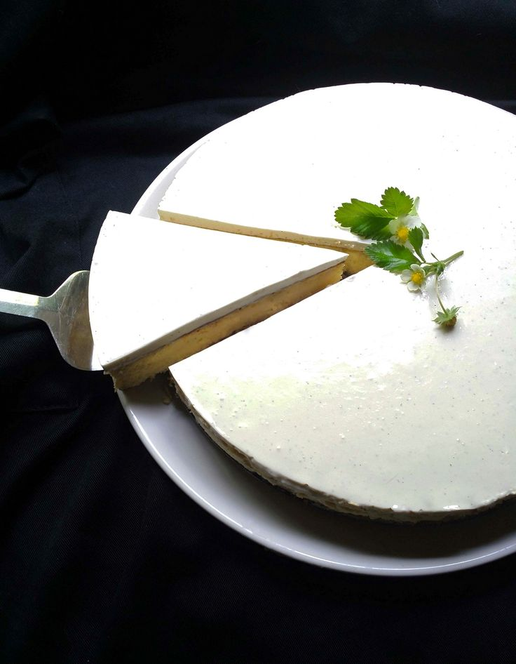 Luscious Low-Carb, Sugar-Free Vanilla Cheesecake with a Nut Crust | Scrumptious South Africa