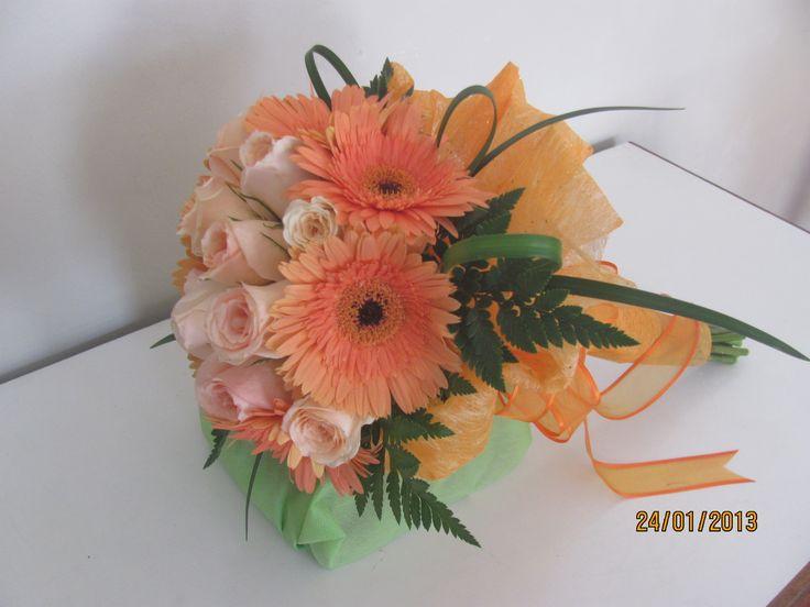 bouquet de rosas y gerberas bouquet de fleurs de mari e. Black Bedroom Furniture Sets. Home Design Ideas