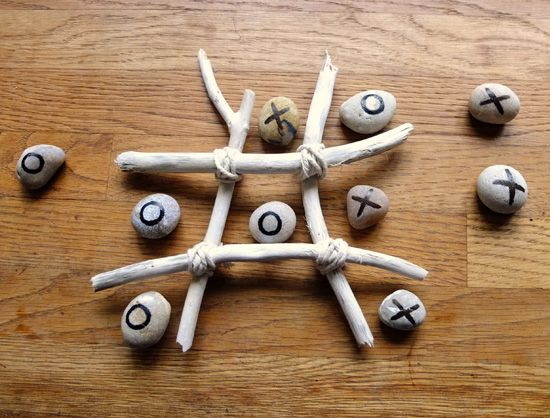 Lovely Father's Day gift idea - driftwood craft, beach craft, pebble craft, seaside craft, noughts and crosses