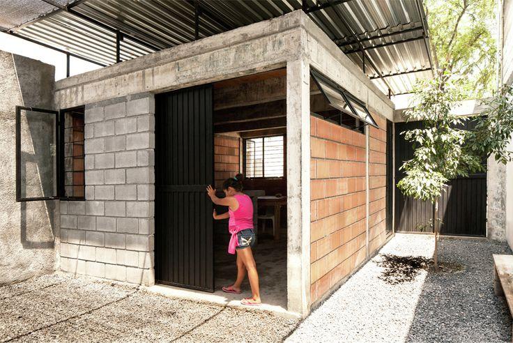 Galería - Arquitectura Social en México: Casa Cubierta de Comunidad Vivex | Social Arch | sustainable architecture | Brick Material | Metal Cover | Concrete Structure |