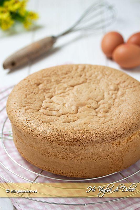Pan di Spagna alto e soffice tutti i segreti e consigli per prepararlo facilmente in casa. Ricetta base facile ed infallibile, con conversioni e metodi