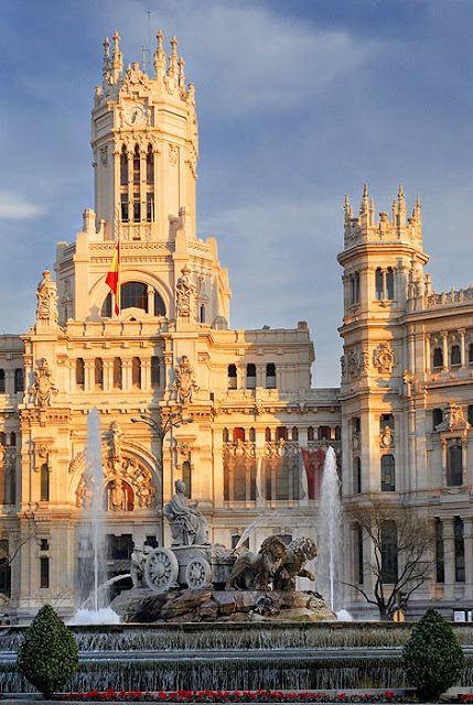 Fuente de Cibeles y Palacio de Comunicaciones, Madrid