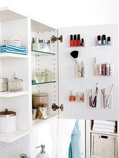 Fehlt Ihnen die Übersicht in Ihrer Nagellack-, Kajal- und Lippenstiftsammlung? Dann gefällt Ihnen sicher diese simple Idee zum Nachmachen!