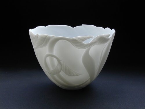 Hanneke Verhey - Kerven in porselein   Prachtig delicaat ogende schalen en kommen. Te zien t/m 31 mei.          www.kunstuitleenzwolle.nl.   Hanneke Verhey 'Carvings in porcelain'    Beautifully delicate white china bowls and cups. Detailed with flowing natural patterns and almost translucent. On view until may 31st.
