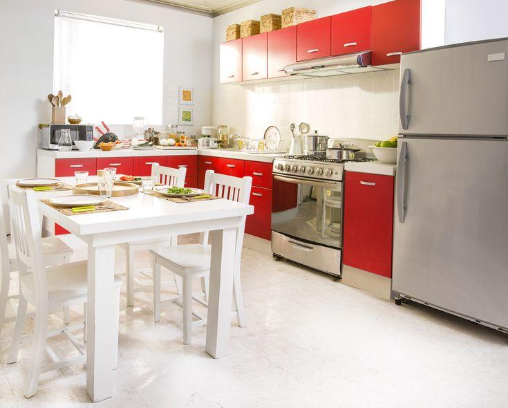 Te compartimos ideas y tips para decorar tu cocina con tonos rojos.
