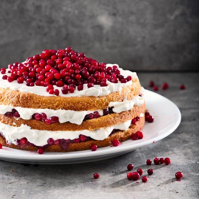 Peruna-puolukkakakku // Lingonberry Cake Food & Style Riikka Kaila Photo Satu Nyström Maku 6/2013, www.maku.fi