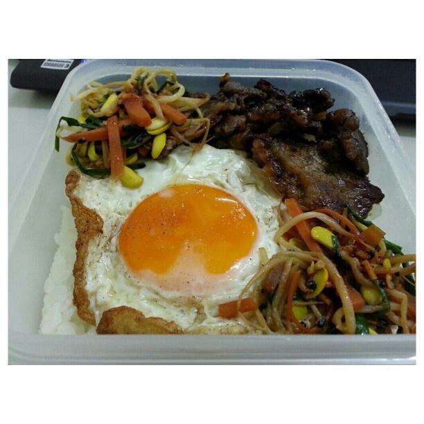 #お弁当 #韓国料理 #焼肉#ビビンバ#ナムル #目玉焼き #koreanfood #yakiniku#bbq#beef#namool#bibimbap#sunnysideup for #lunch #packlunch #yummy#food#philippines#フィリピン