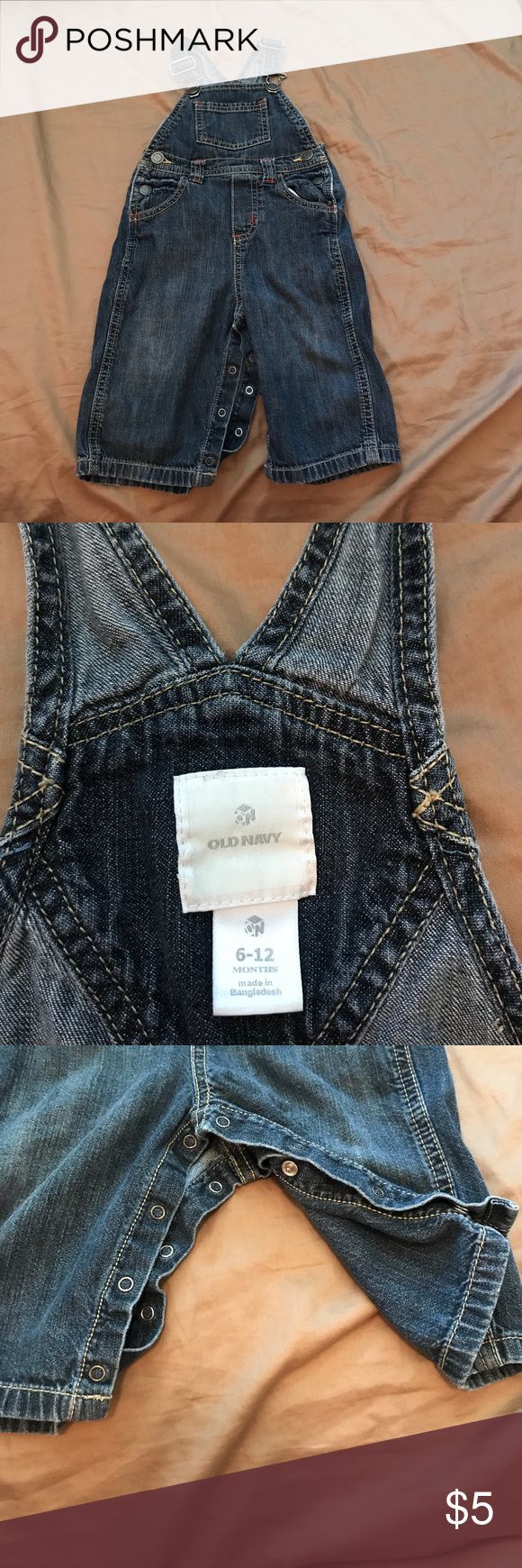 Old Navy Jean Overalls 6-12 months 6-12 month Old Navy Jean overalls. They have bottom and side snaps and the straps are adjustable. In good condition. Old Navy Bottoms Overalls