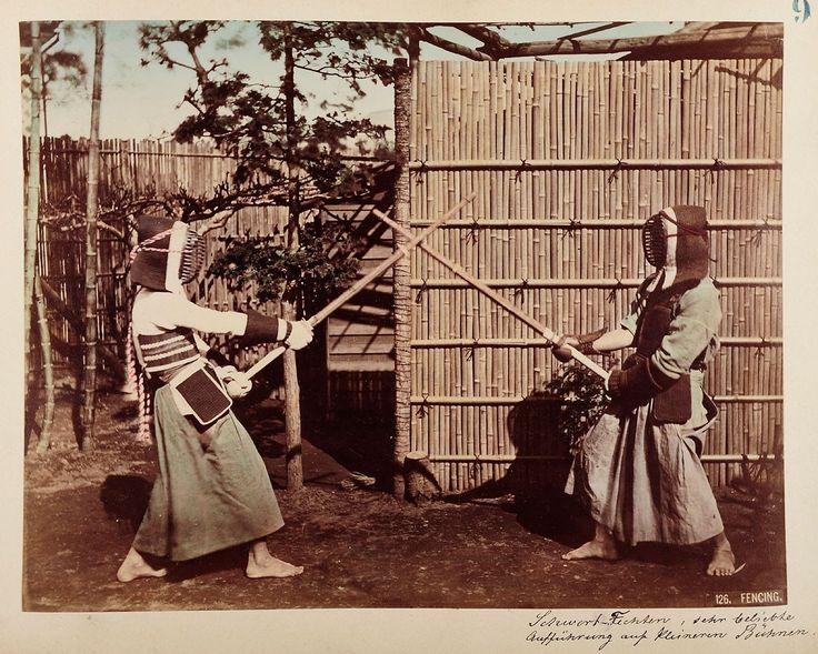 126 Fencing | Kusakabe Kimbei | 1880-1890 | Museum für Kunst und Gewerbe Hamburg | CC0