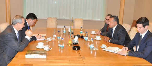 La Camera de Comert si Industrie a Romaniei domnul Mihai Daraban a primit vizita de lucru a ES Ambasadorul Republicii Kazahstan in Romania, domnul Daulet Batrasev.