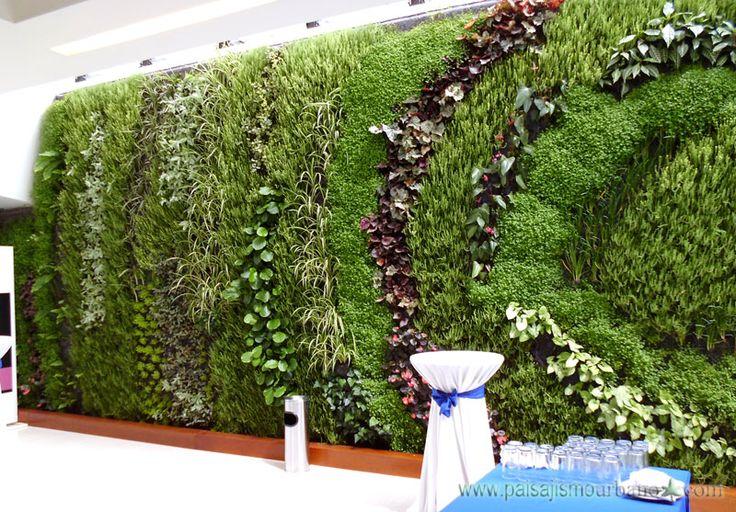 Jardín vertical realizado por Paisajismo Urbano en el Hotel Cosmos 100 en Bogotá, Colombia