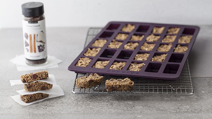 Vegan Granola Bars 10 MIN PREP 22 - 25 MINUTES 120 CALORIES #VEGAN Get the #recipe here: https://carolferguson.epicure.com/en/recipe/6212