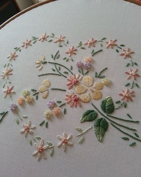 "150 Likes, 4 Comments - Babi Bernardes (@bordados_e_bordadeiras) on Instagram: ""@pinterestfavs #flower #heart #ricamo #broderie #bordado #embroidery"""