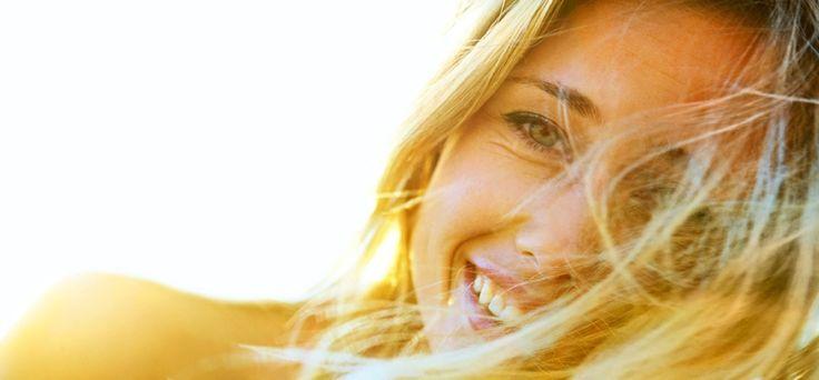 De zomer is voorbij, het werkende leven begint weer. Toe aan een fris kleurtje in je haar. Maar… hoe doe je dat zónder je haar te beschadigen? - #famme  www.famme.nl
