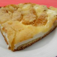 Fotografie receptu: Kynutý koláč s tvarohem, jablky a drobenkou