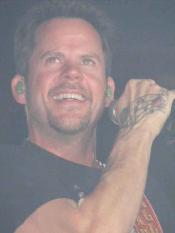 Gary Allan - gotta love his smile.
