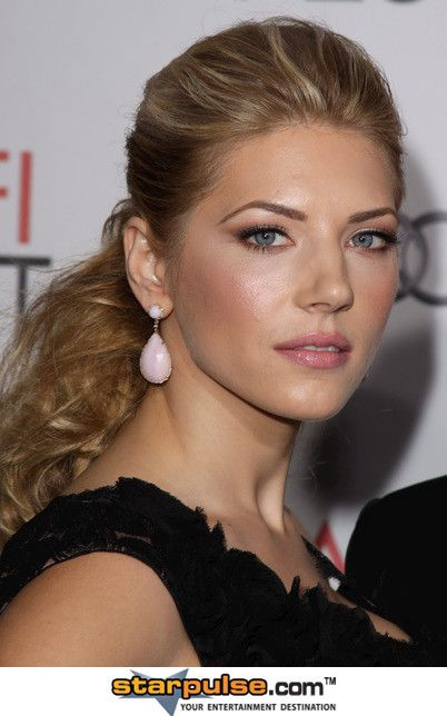 Katheryn Winnick - I LOVE THIS HAIRSTYLE.