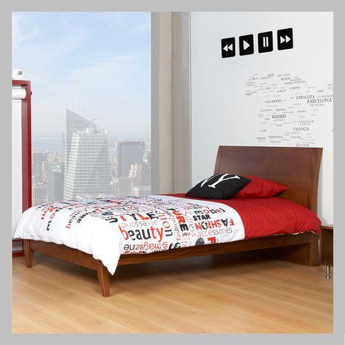 CAMA CON ESPALDAR CM-03-100 Cama moderna con espaldar en madera cedro con lacado clásico. La poca altura de este diseño es más favorable con los niños pequeños a la hora de levantarse de la cama. Todas las camas son hechas a mano y terminadas con lacas no tóxicas.