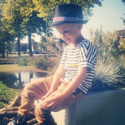 Hoed €8, shirt € 8  Unieke jongenskleding van sennes.nl  #babyfashion #kidsfashion #kidsclothing #fashionkids #kidsfashion #stylishbaby #stylishkids #boysclothing #boyswear #kidswear #boysfashion #fashionableboys  #fashionablekids #stylishkids #coolhair #kidspompadour #boyshaircut #haircutboy #communiekleding #bruidsjonker #bruiloft #Partyoutfitboys #jongenshoedje