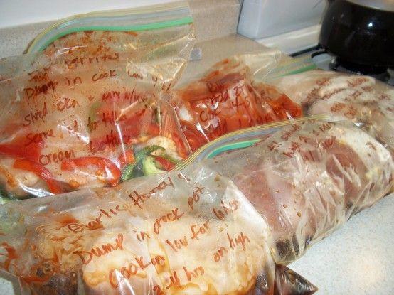 NÃO SEI SE VOU GOSTAR DISTO.vOU LER MAIS TARDE Passe uma hora na cozinha preparando 5 refeições para o crockpot e você só tem que limpar uma bagunça! Receitas para: Frango Mel Alho, Carne Burritos, Fajitas de frango, frango havaiano, e costeletas de porco Teriyaki. Fixando agora para ler mais tarde.
