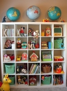 Toddler room. Toy organization.