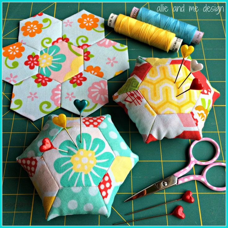 Allie & Me design: Hexagon(liebe) Nadelkissen