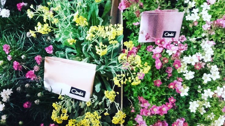 We are blooming! Come and check us out- from tomorrow we are open from 10 am ! #bloom #flowers #flowerpower #yellow #pink #white #colorful #perfectmatch #nyitvafesztival #mixandmatch #getyourcimbi #findyourcimbi #cometovisitus #popupshop #popupstore #budapest #tompautca #ecochic #ecodesign #conciousshopping #spring
