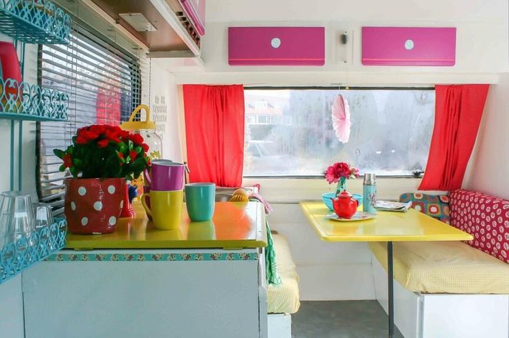 Vintage camper...I love, LOVE, this look!