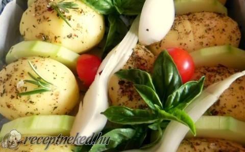 Csíkos burgonya mediterrán ízekkel recept fotóval