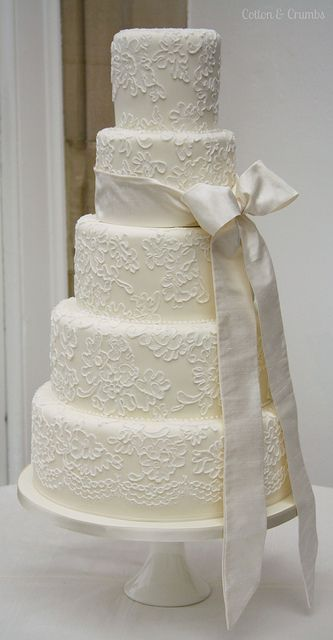 Brush embroidered wedding cake~ The bride wanted the cake to replicate her Lynn Ashworth wedding dress #weddingcakes