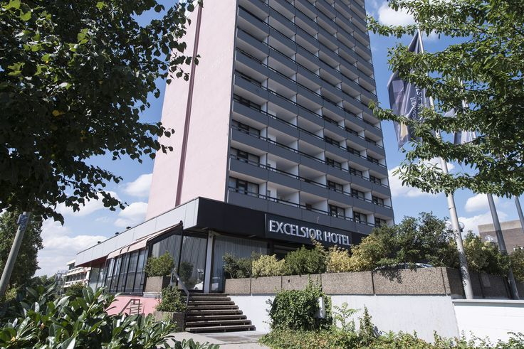 The central location of Hotel Excelsior Ludwigshafen is ideally suited to business travellers. The hotel is only 400 metres from Ludwigshafen railway station, from where you can reach BASF or Mannheim city centre in around 10 minutes. Leisure travellers enjoy the proximity to the historical old city, the castle in Heidelberg, the casino in Bad Dürkheim, Palatinate Forest and of course the shopping paradise of Mannheim city.