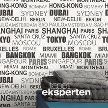 Tapet med bynavne. Smart hvid tapet med navne på kendte storbyer skrevet i sort og sølv.