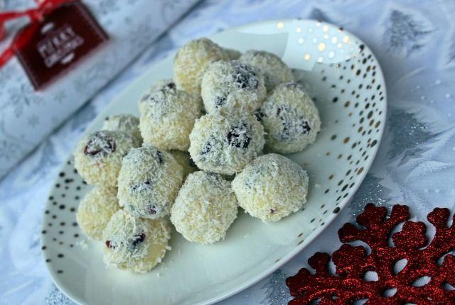 habtejszín fehércsokoládé kókuszreszelék aszalt áfonya áfonya trüffel édességek karácsony advent adventi naptár