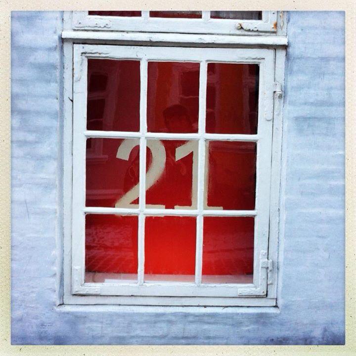 21. Dec 2012: I wonder what's behind this secret window // Gad vide, hvad denne, den korteste dag, vil bringe af nye oplevelser? Can't wait :)