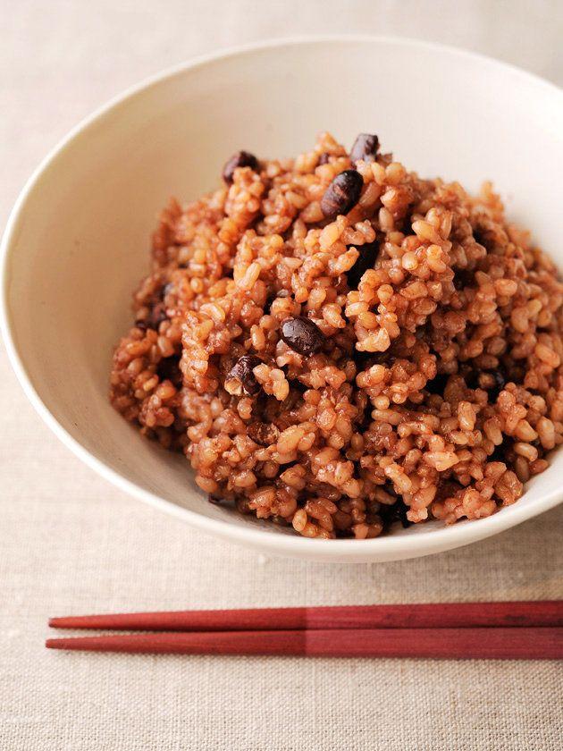 玄米の糖分に含まれる酵素が活性化され、ごはんがもっちりやわらかく。ギャバという有効成分も増え、身体にやさしくておいしい酵素玄米に!|『ELLE gourmet(エル・グルメ)』はおしゃれで簡単なレシピが満載!
