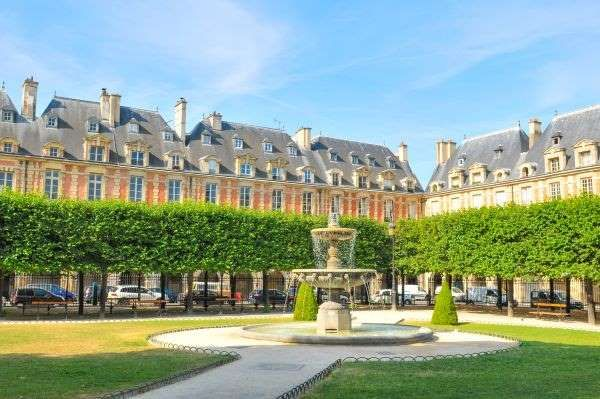 Located in Paris's hip Marais district, Places des Vosges is the oldest planned square in the French... - Lucian H. Milasan/123RF