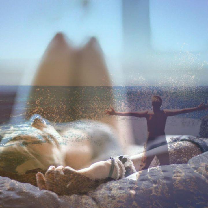 Η πιο αληθινή μας ζωή είναι όταν είμαστε βυθισμένοι στα όνειρά μας ξύπνιοι.