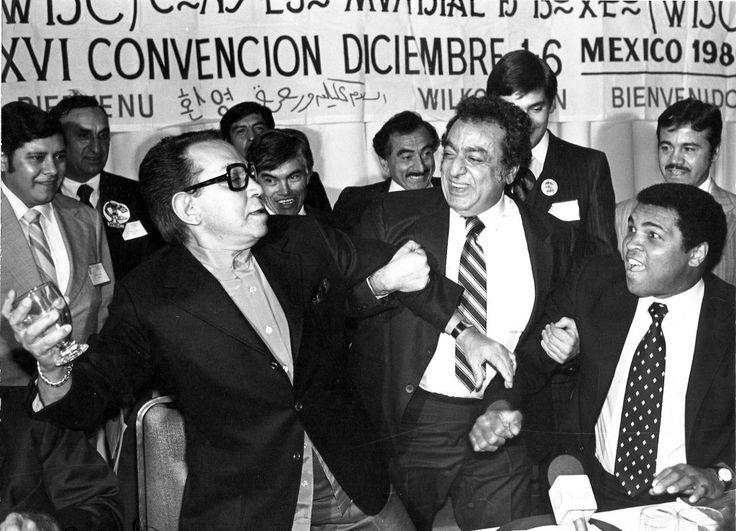 Cantinflas, Jose Sulaiman y Muhammad Alí... Cantinflas haciéndola de tos jajajajajaja
