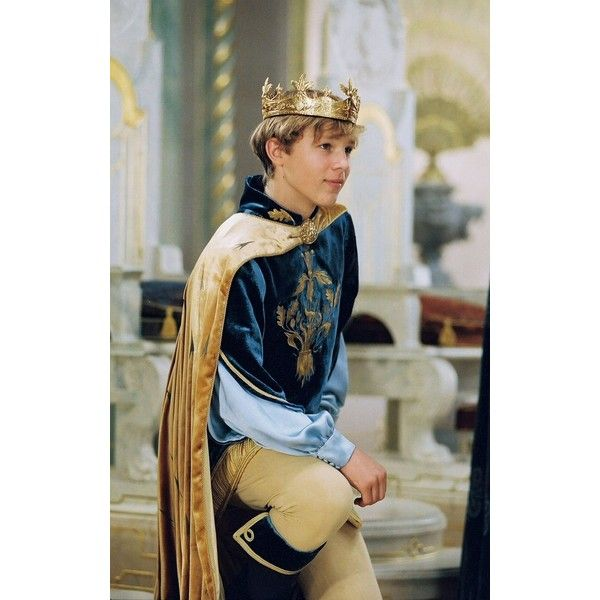 William Moseley in The Chronicles of Narnia The Lion, the Witch and... ❤ liked on Polyvore featuring narnia and people