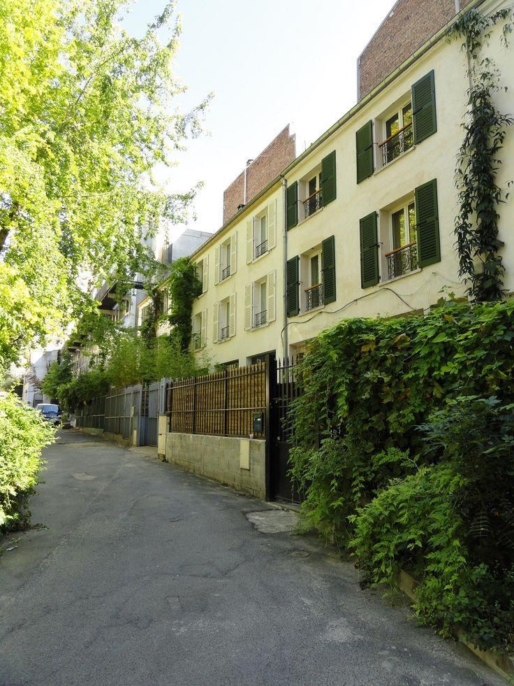 Cité Saint Chaumont. Au niveau du 50 boulevard de la Villette.  Paris 75019