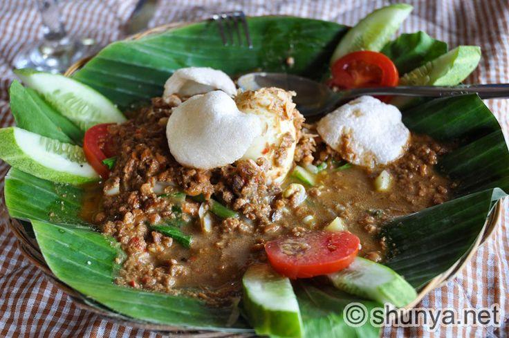 Indonesian Gado Gado (vegetable salad with peanut dressing)
